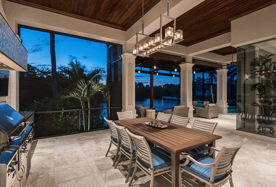 Outdoor Dining to Seating