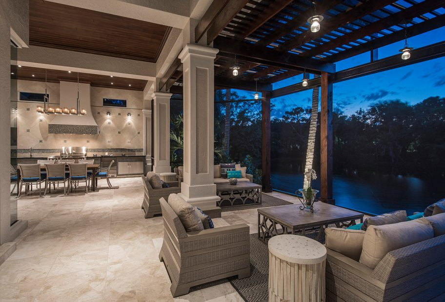 Outdoor Living to Dining