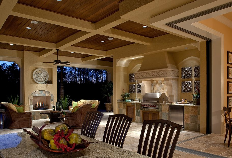 Outdoor Kitchen and Lanai