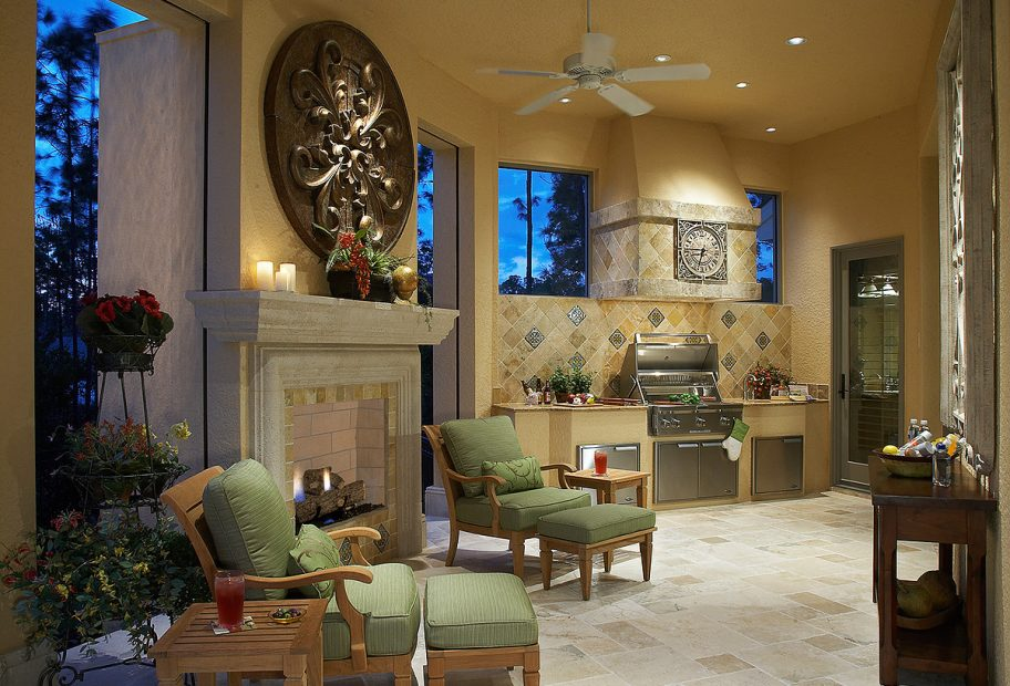 Lanai with Fireplace and Outdoor Kit