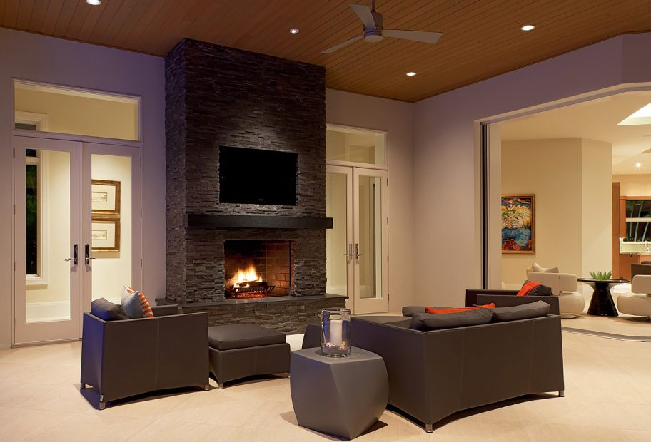 Lanai Fireplace and Seating