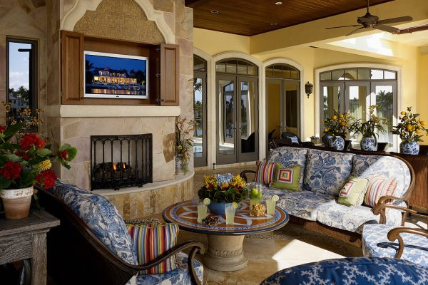 Lanai Seating with Fireplace